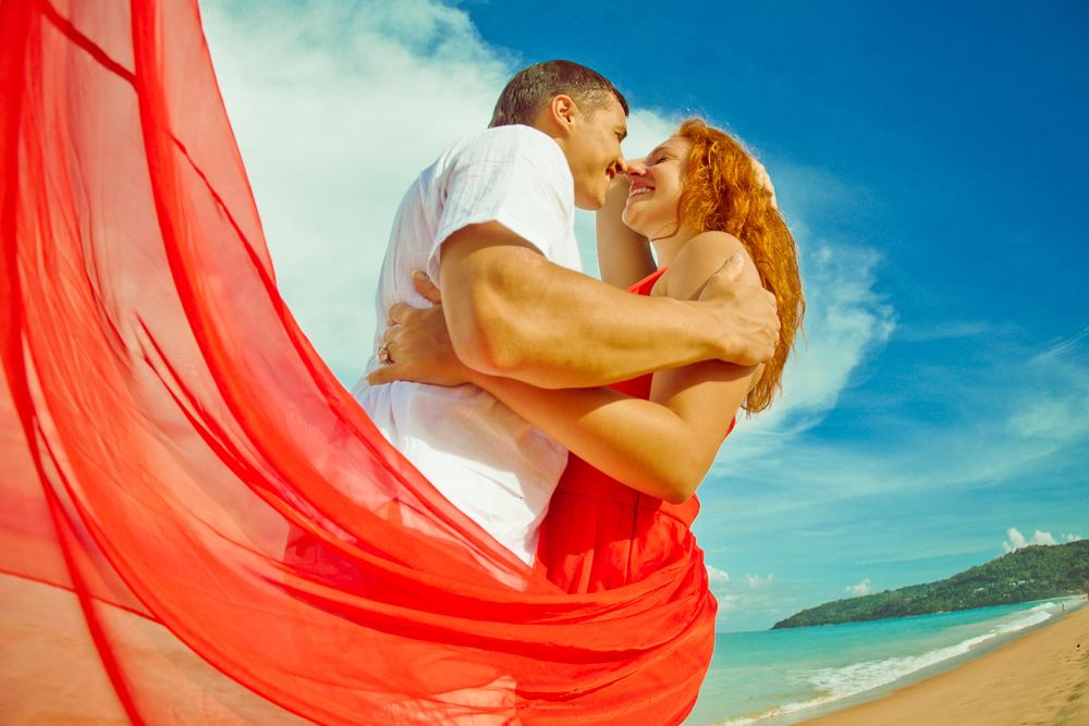 влюбленные у моря