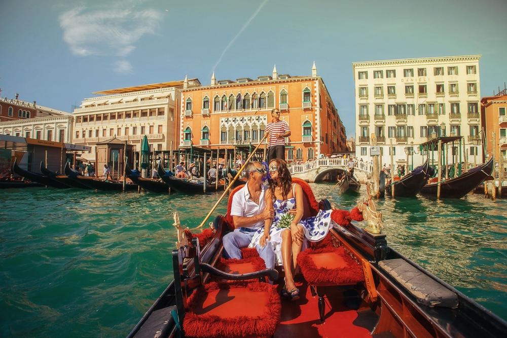 фотограф в Венеции катание на гондоле