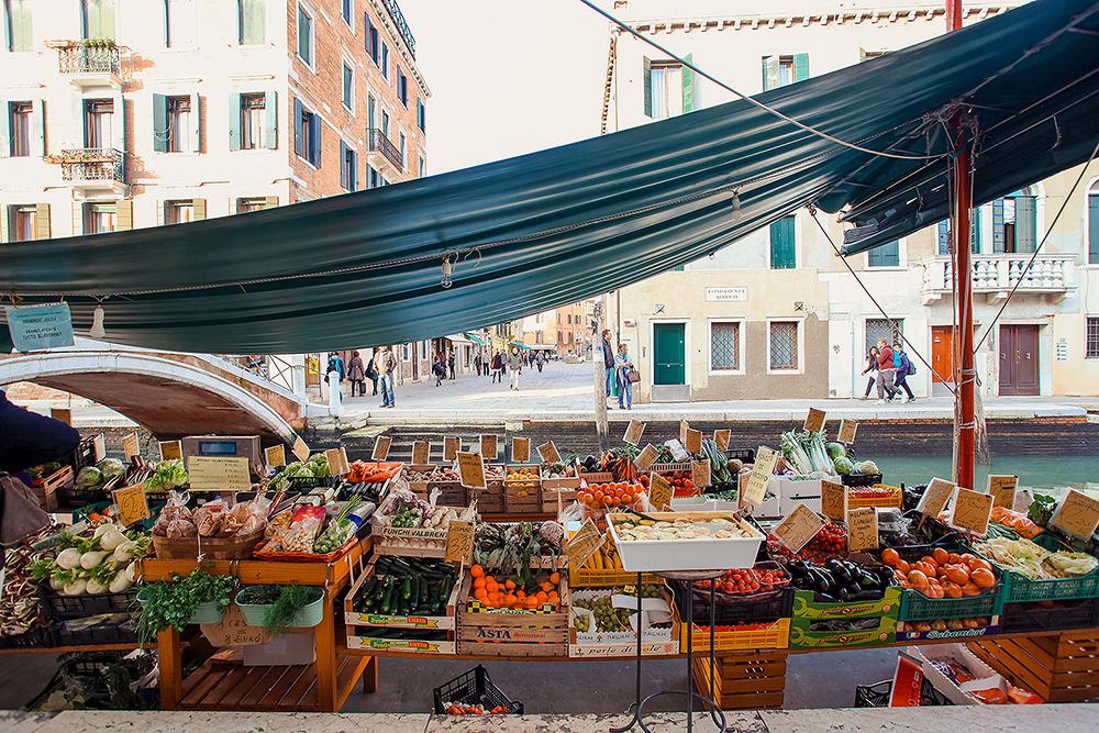 плавучий рынок в Венеции