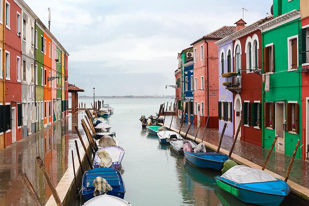 разноцветные домики на острове рыбаков