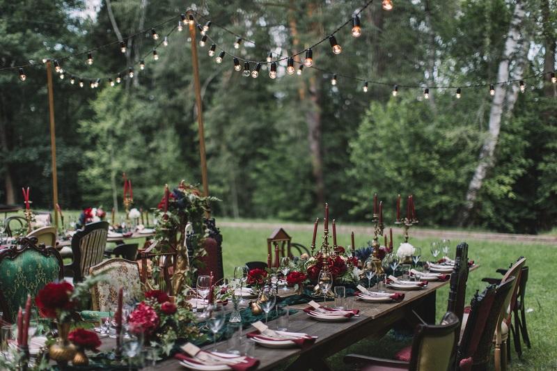 декор свадьбы на лесной даче