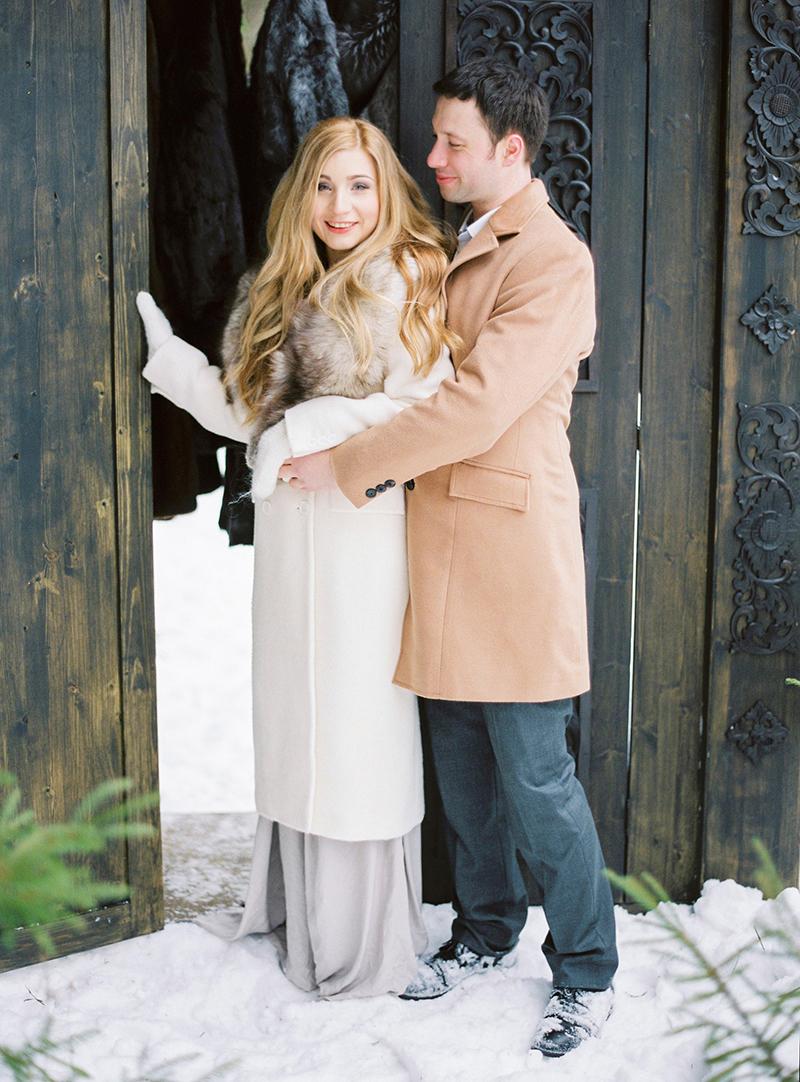 Образ пары для зимней свадебной фотосессии