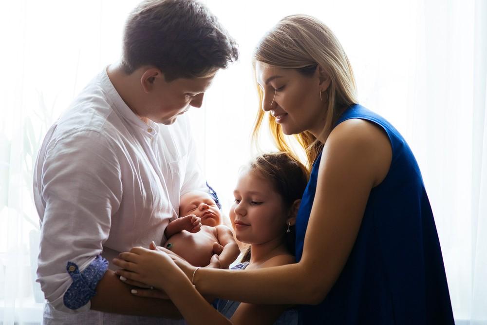 Семейная фотосессия Ани,Димы и Саши в уютной студии