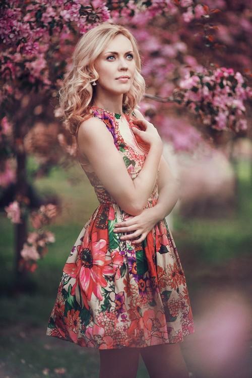 Наташа в цветущих садах