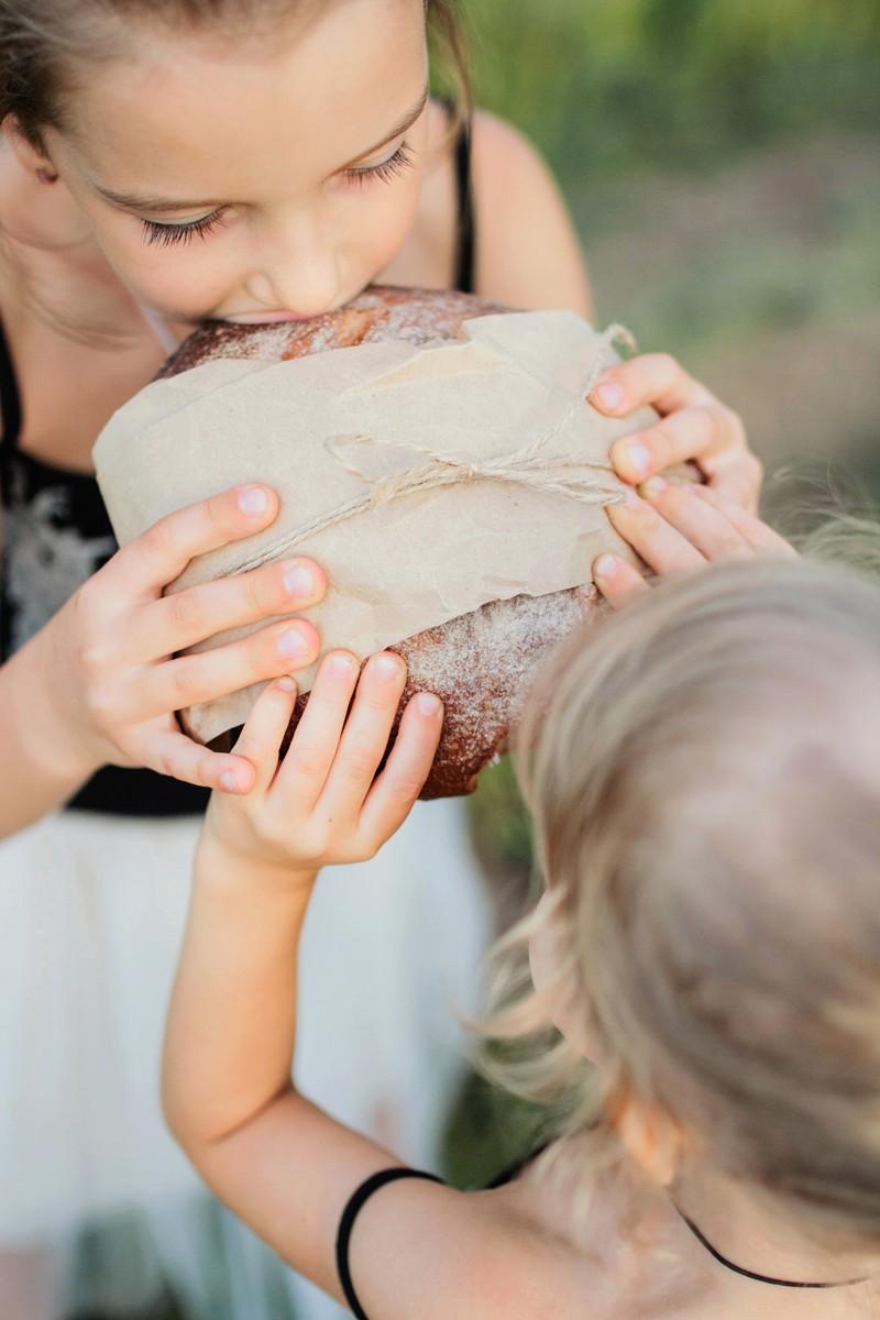 Руки мамы хлебом пахнут...
