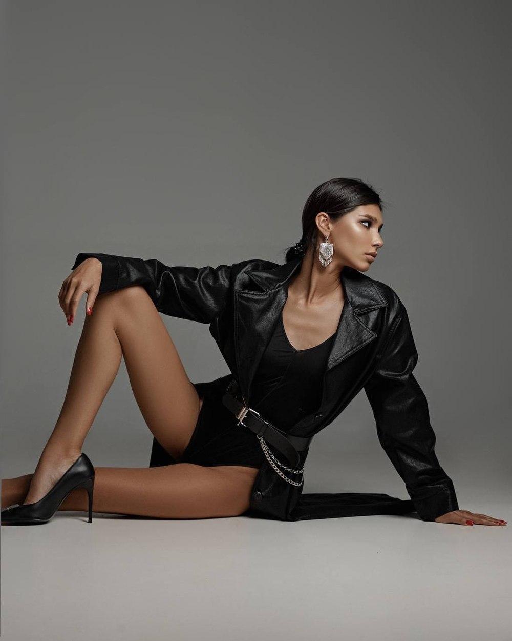 ELIZAVETA R