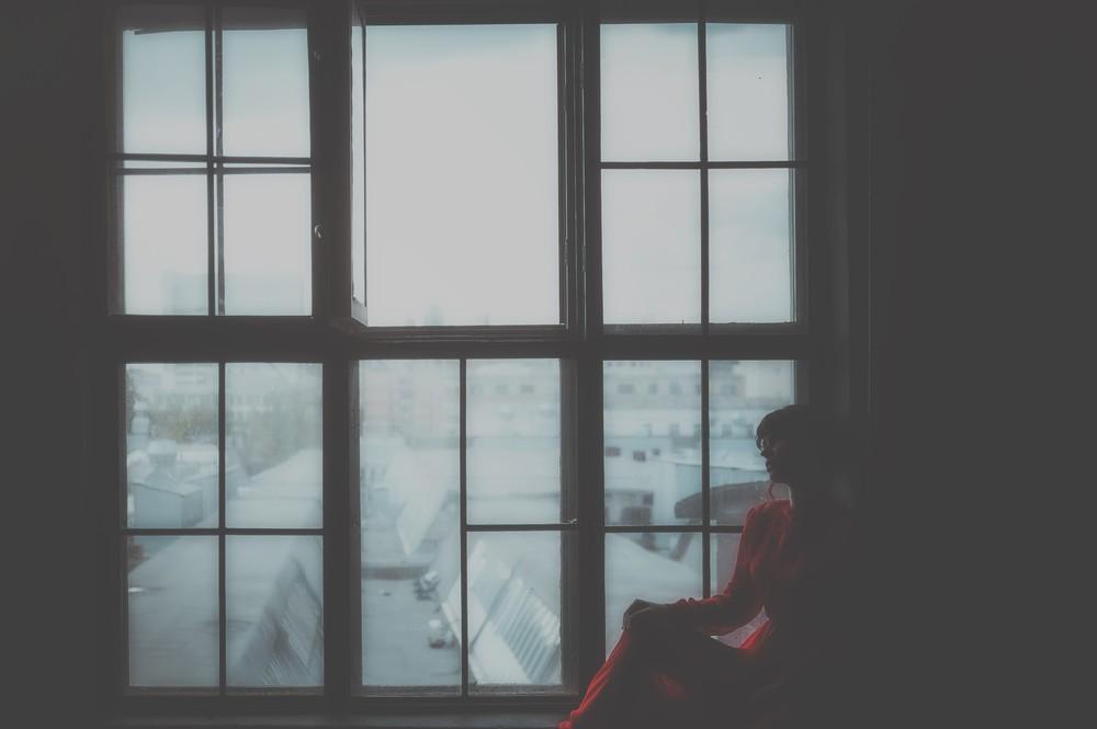 Женский портрет - Lady in red