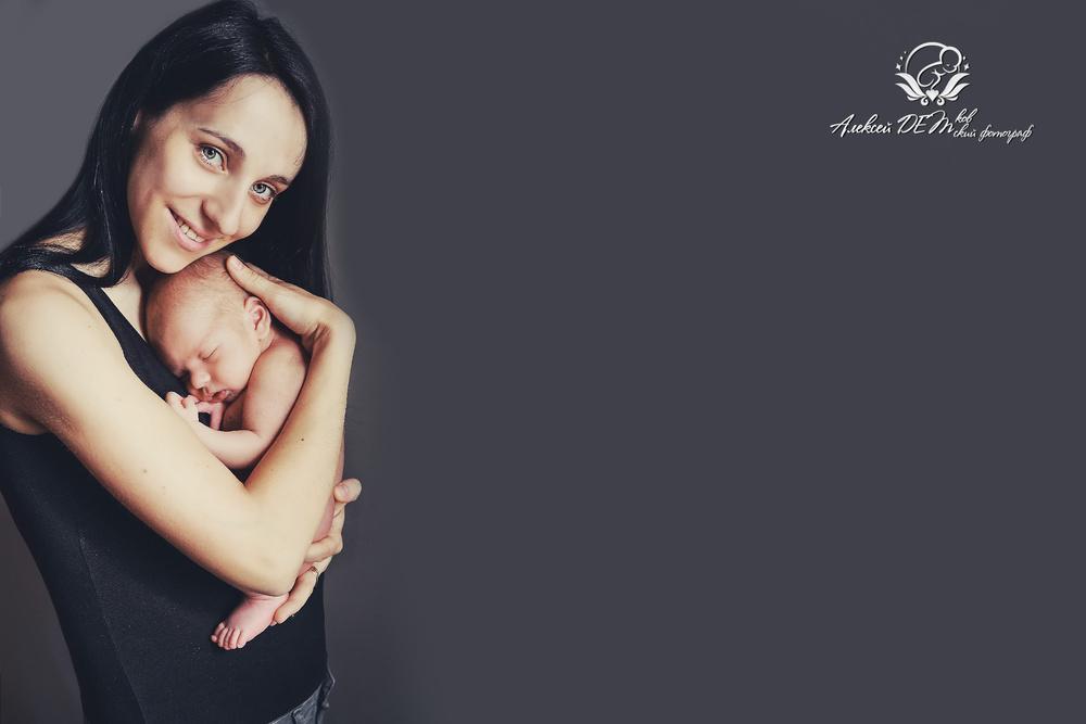 новорожденный со своей мамой