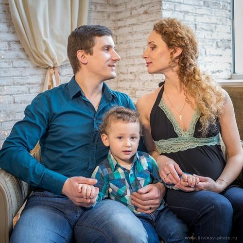 Аня, Женя и Роберт. В ожидании.